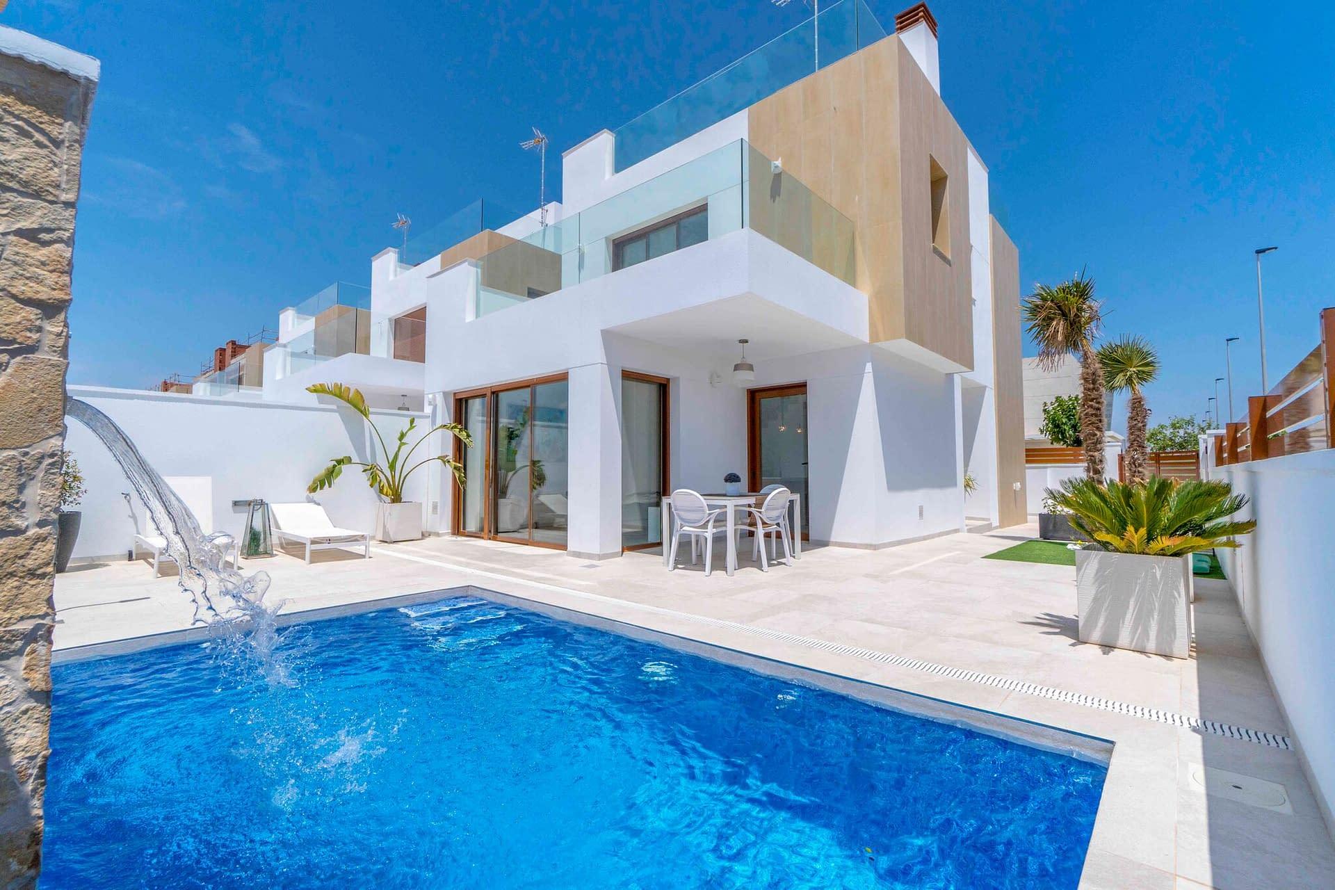 Luxuriöse freistehende Villa, 300 Meter vom Meer entfernt