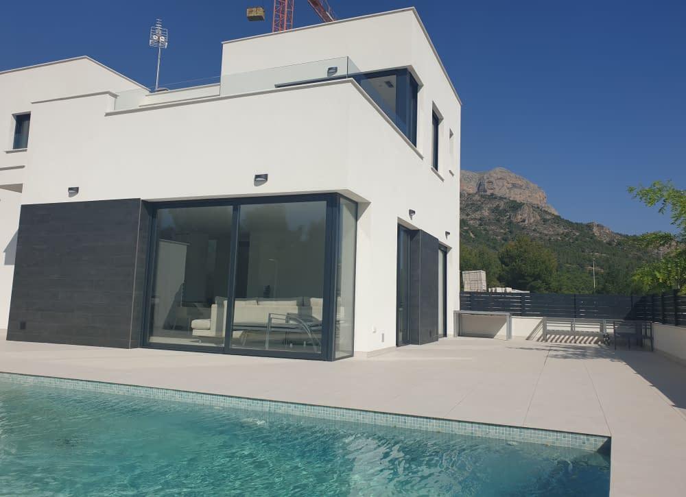 Luxuriöse freistehende Villa in Nova Polop