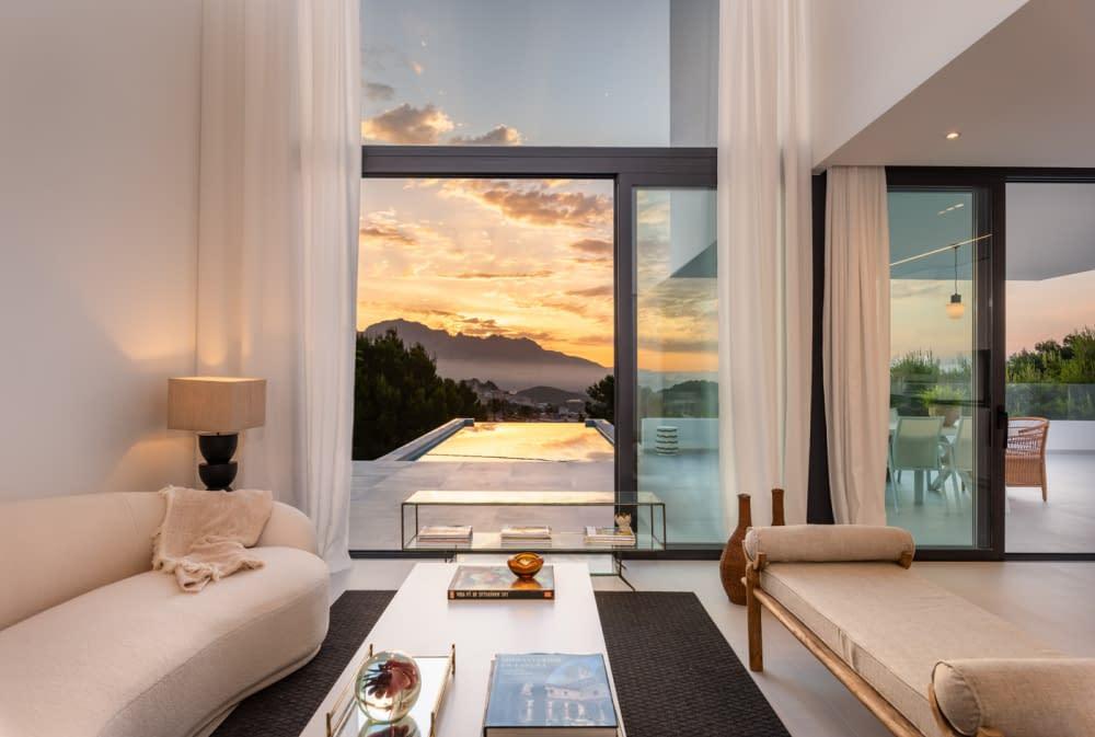 20-Venecia-III-living-room-and-ext-view