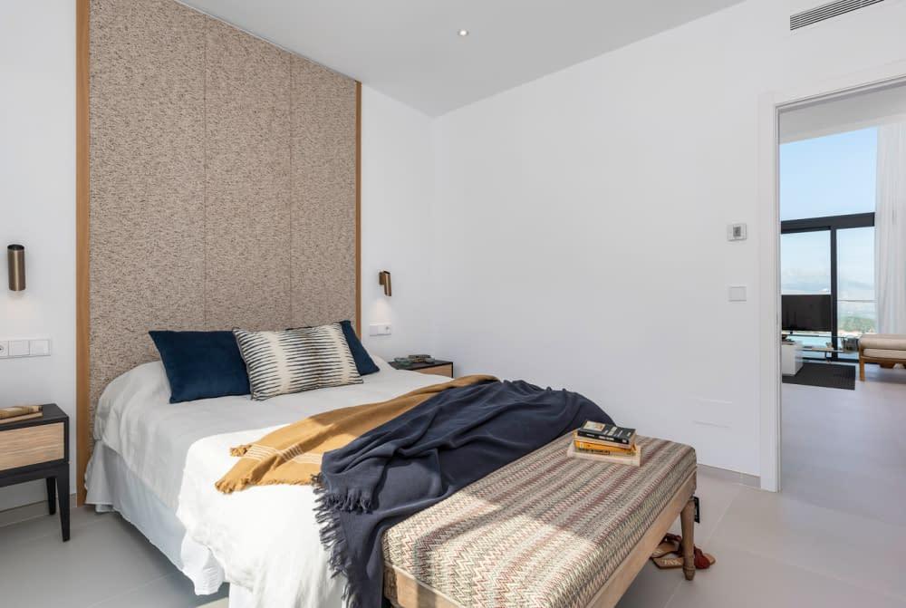 29-Venecia-III-First-Bedroom-suite-1