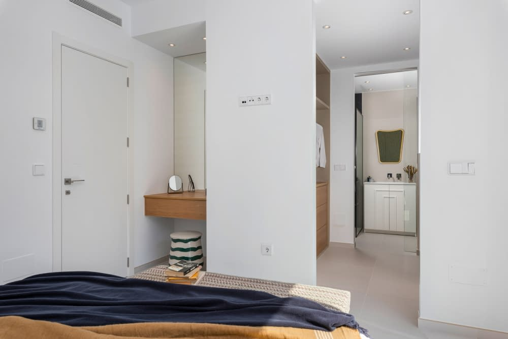 31-Venecia-III-First-Bedroom-suite3