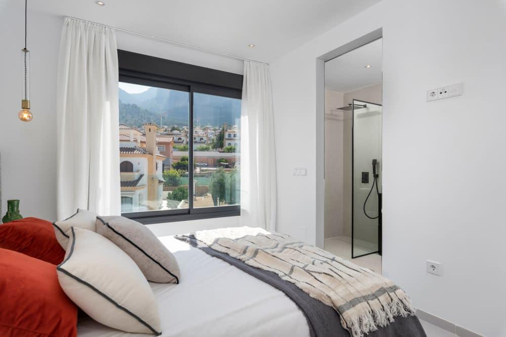 38-Venecia-III-2nd-Bedroom-suite-1