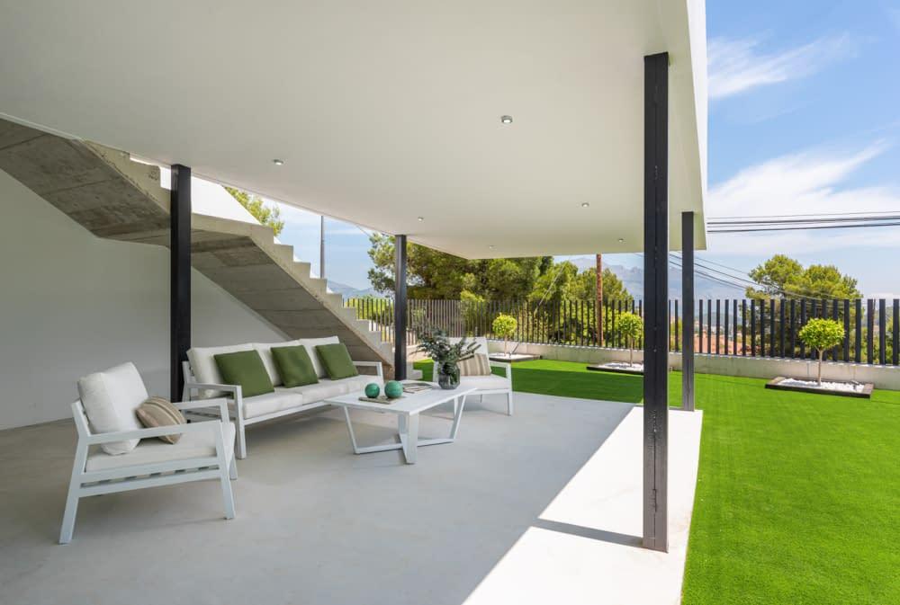 58-Venecia-III-lounge-terrace-1