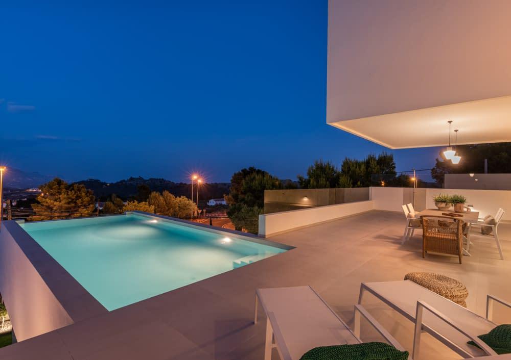 68-Venecia-III-Terrace-Pool-on-night-view