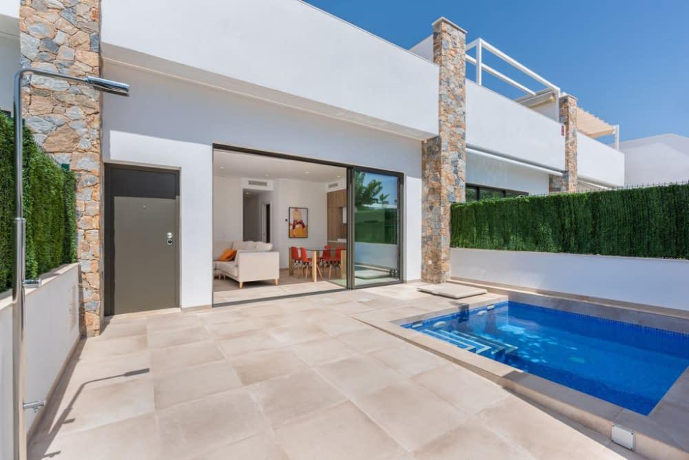 Moderne Villa nur 500m vom Strand entfernt