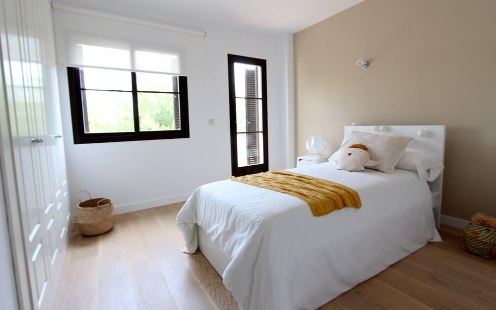 galeria-memoria-calidades-los-olivos-adosados-de-sierra-cortina-dormitorio-es-jpg